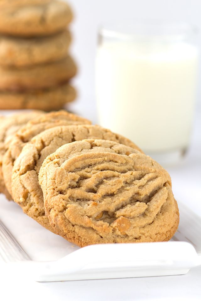 Peanut Butter Butterscotch Cookies - peanut butter cookies filled with butterscotch chips. | Cookie Dough and Oven Mitt