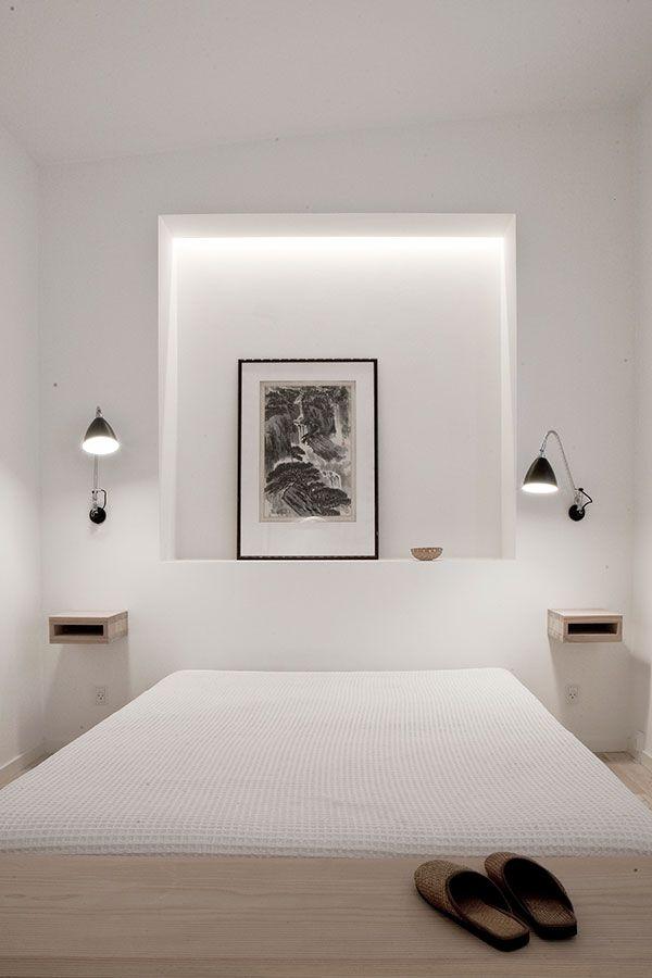 Appartement minimaliste avec un éclairage indirect