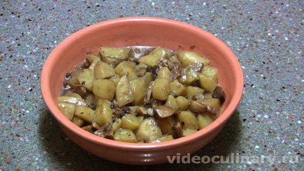 Тушеная картошка с грибами - фото-рецепт и видео рецепт