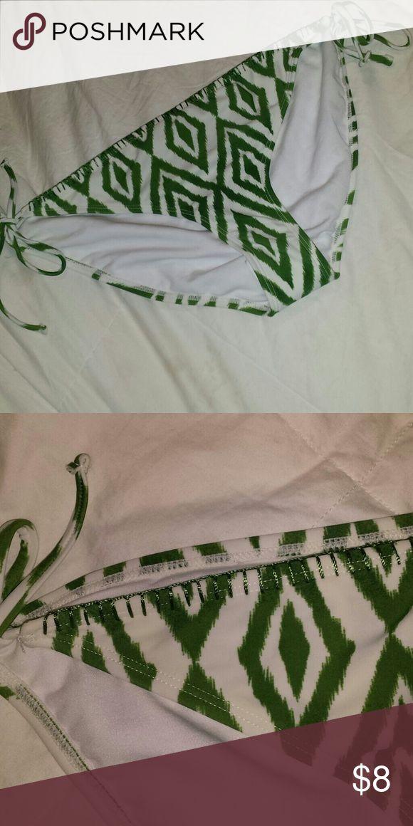 Green and white aztec bikini bottoms Size xl New without tags Aztec white and green design Swim Bikinis