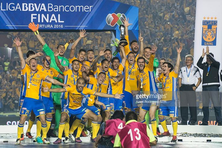 Players of Tigres celebrate after the Final second leg match between Tigres UANL and America as part of the Torneo Apertura 2016 Liga MX at Universitario Stadium on December 25, 2016 in Monterrey, Mexico.