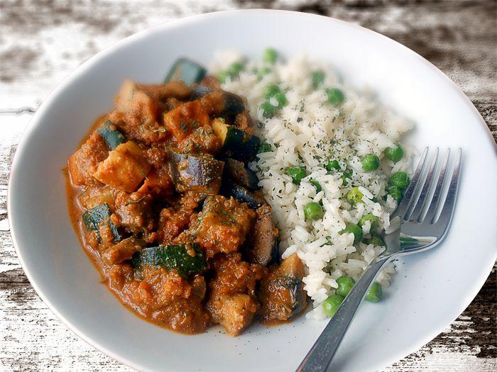 Zöldséges vörös curry zöldborsós rizzsel