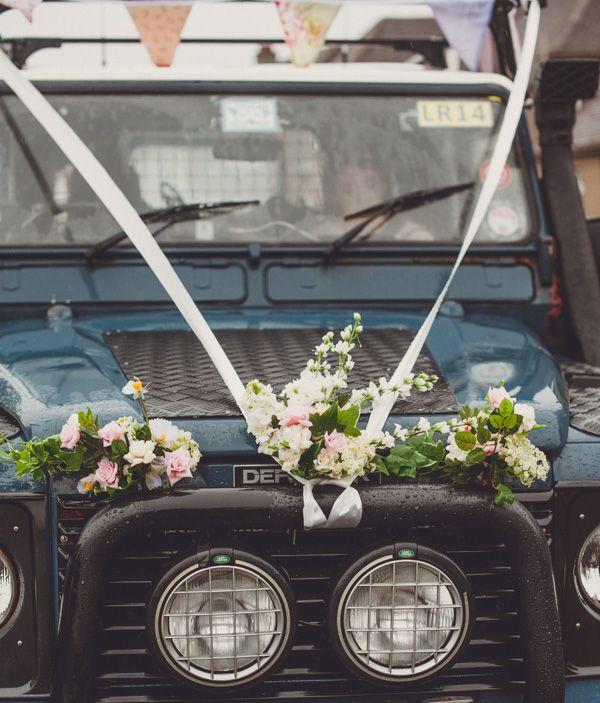 landrover cosy rainy homemade wedding http://photosbyzoe.co.uk/