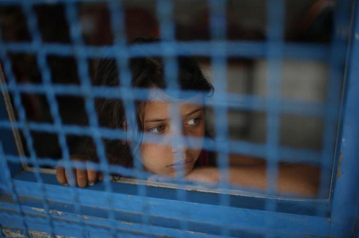 Niña palestina desplazada de su casa en Ciudad de Gaza