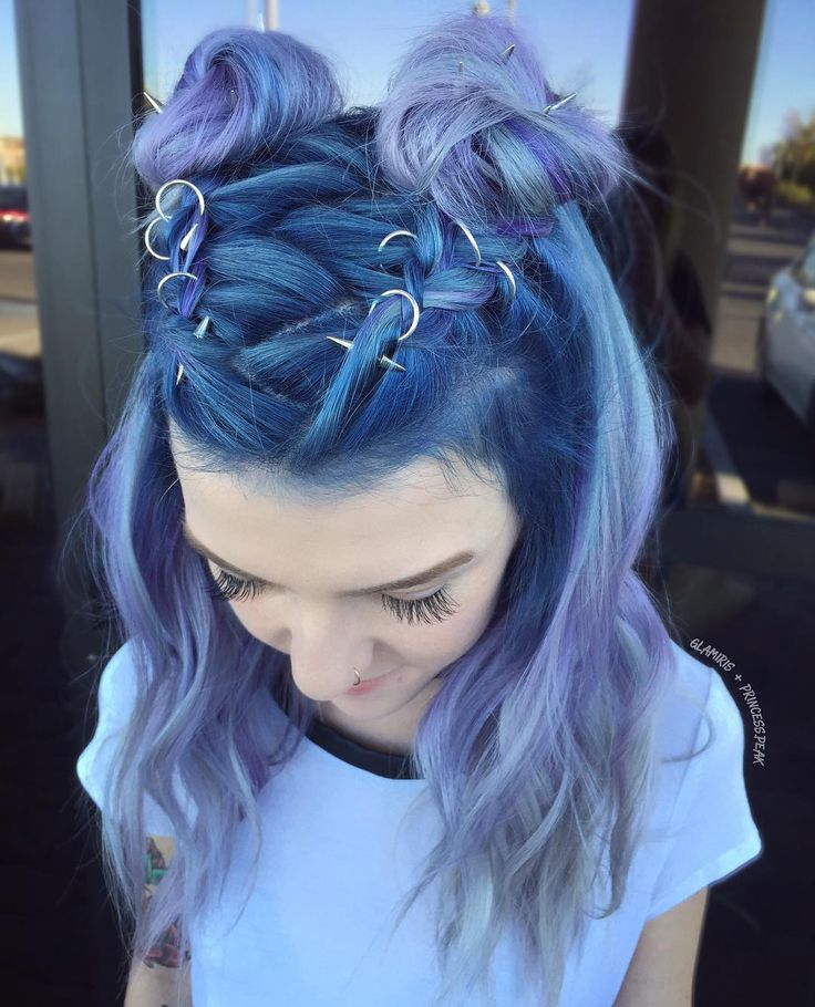 Hairstylist (@)glamiris mixing purple hair, buns and silver hair accessories. Featuring 'AEON' hair rings & 'PHOENIX' hair spikes. #blogger #hairstylist #regalrose #90s #pastelhair