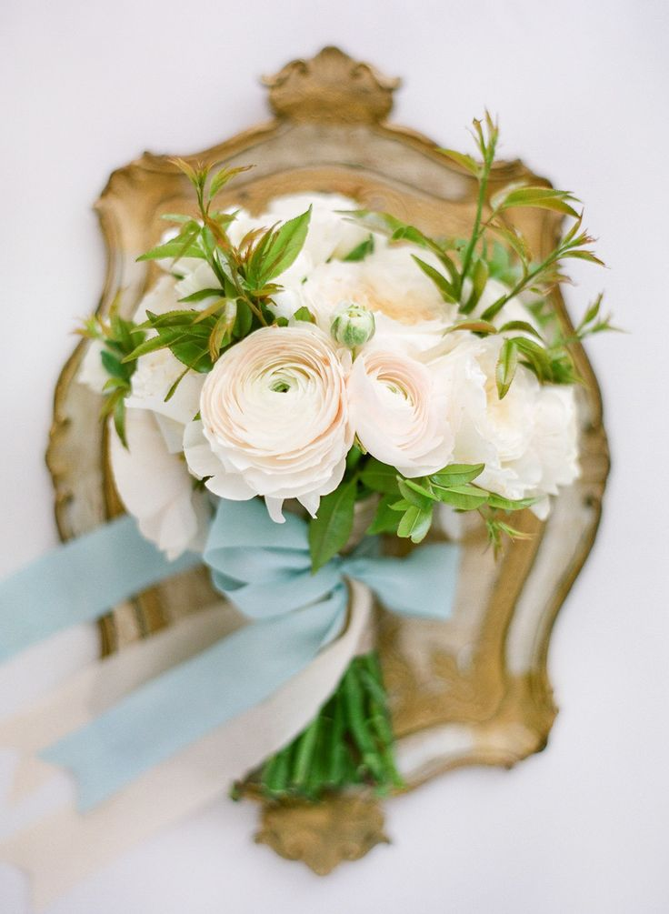 Sweet peach bouquet with blue ribbon - blue sky wedding palette | fabmood.com