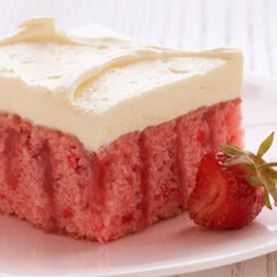 STRAWBERRY REFRIGERATOR CAKE  {duncan hines} @keyingredient #cake #pie
