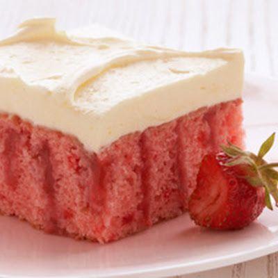 STRAWBERRY REFRIGERATOR CAKE {duncan hines} @keyingredient #cake #pie
