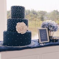 Simple yet elegant navy blue wedding cake | Project by Gordon Blue Cake http://www.bridestory.com/gordon-blue-cake/projects/instagram-7