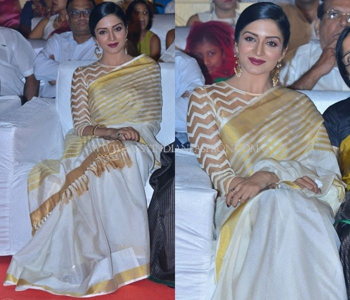Blouse Designs for Kerala Kasavu Saree, Stylish Blouse Design for Kerala Kasavu Saree.