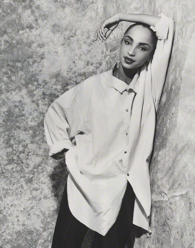 The ever lovely, ever stylish and wonderful singer Sade lazy sundays…