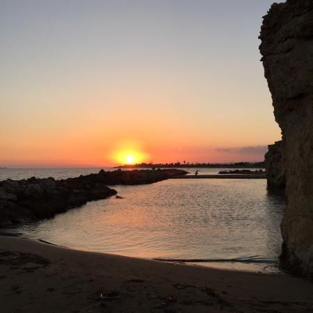 Immagine di Spiaggia di Punta Cirica, Ispica: Tramonto a punta cirica - Guarda i 2.580 video e foto amatoriali dei membri di TripAdvisor su Spiaggia di Punta Cirica.