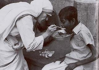 mother teresa feeding the poor