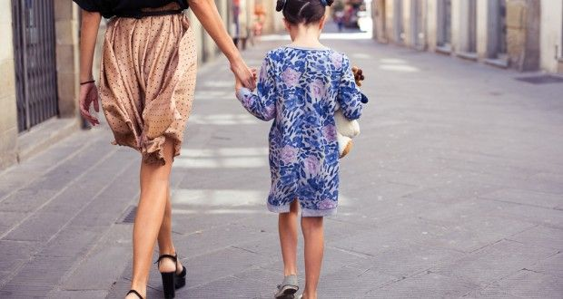 Acconciature bambina veloci: torchons a pon pon - Mamme a spillo