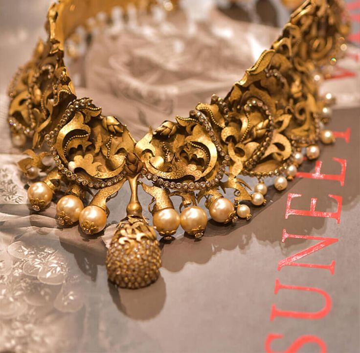 Suneet Varma_gold and pearl necklace
