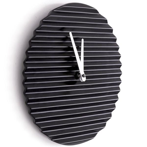 Made in Italy by designer Sabrina Fossi, the distinctive ridges on its ceramic face give the WaveCLOCK its name. Available in black, white, yellow, red and blue.