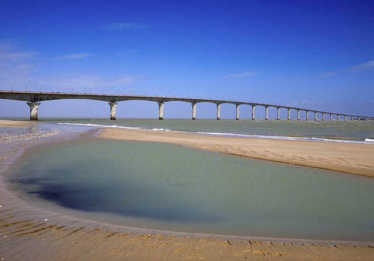 La plage de Rivedoux, baie la plus vaste de l'île de Ré.#ilderé #pont #charentemaritime