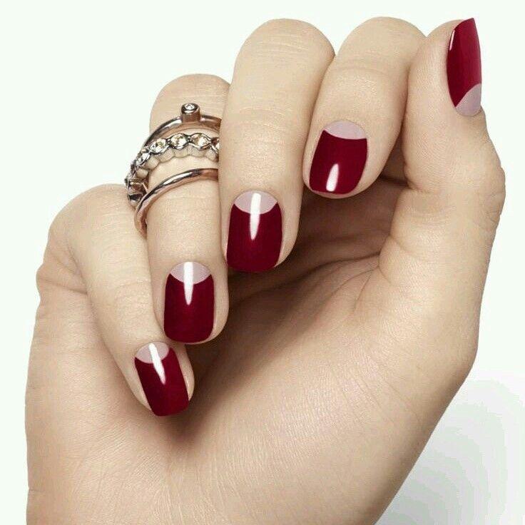 Nektek tetszik, ha a holdacska más színnel van festve a körmön? #nail #art #naillacquer
