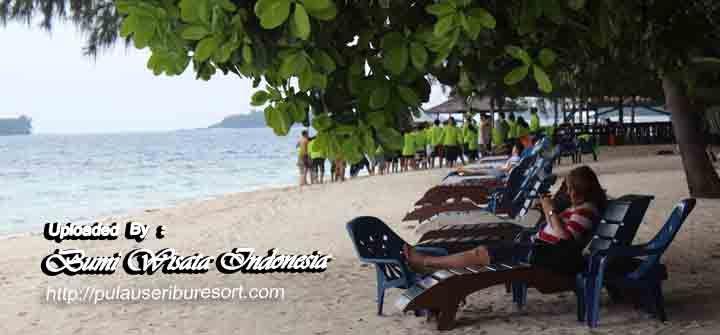 Pulau Sepa Kepulauan Seribu Resort, seluas 7 hektar menyimpan keindahan alam dan dapat di tempuh selama 90 menit dengan speedboat dari dermaga 19 Marina Ancol.  http://pulauseriburesort.com/pulau-sepa.html