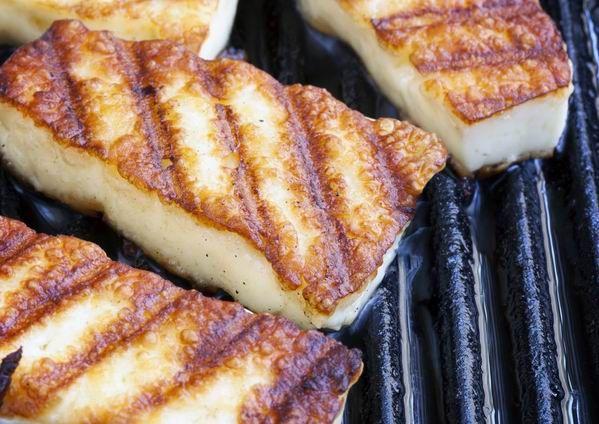 A sajtok zsírtartalma elég is a sütéshez
