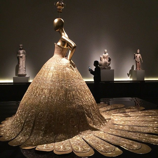 Inspiration trip to see the China exhibit at the met this morning! This dress was true golden beauty!
