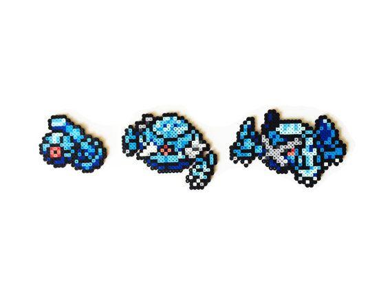 Cet ensemble de Pokemon perler sprites est fait à la main à lordre. Je peux le rendre en colliers, porte-clés, aimants ou des ornements.  Cette