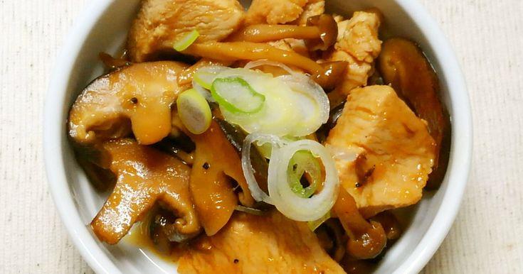 鶏むね肉と、椎茸としめじの、簡単なしょうが焼きです♪ 柔らか鶏むね肉と、きのこのダシがタレと絡んで、ご飯がすすみます!!