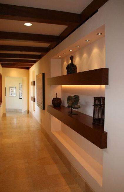 Deco para pasillos o Living (una pared) con objetos e iluminación.  Rdr2020