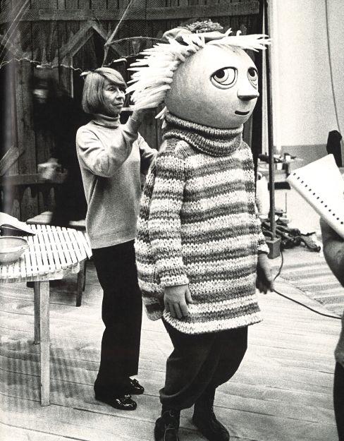 Tove Jansson with Tuu-tikki from Mumindalen, 1973