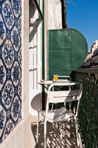 breakfast on the terrace on apartment Eduardo VII, Baixa House    www.baixahouse.com