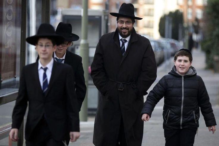 Έξοδος:Οι Εβραίοι φεύγουν από τα προάστια του Παρισιού από την ανερχόμενη αύξηση κύματος του αντισημιτισμού // Exodus: Jews Flee Paris Suburbs Over Rising Tide of Anti-Semitism