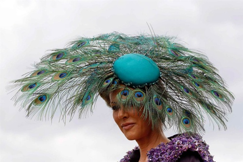 Nice peacock hat! Click to see more Ascot fashion(Stefan Wermuth / Reuters)Ascot Hors, Favourite Hats, Fabulous Hats, Royal Ascot, Mad Hatters, Ascot London, Hats Tricks, Ascot Gallery, Beautiful Hats