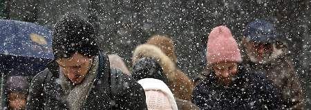 Tausende Flüge gestrichen  New York rüstet sich für Schneesturm  Einer der schlimmsten Schneestürme der jüngeren Vergangenheit kündigt sich in den USA an. Der Wetterdienst warnt die Menschen, nur in Notfällen vor die Tür zu gehen. Tausende Flüge fallen aus.    Ales künstlich gemachte Geoengineering Scheiße, um das eigene Volk zu melken!