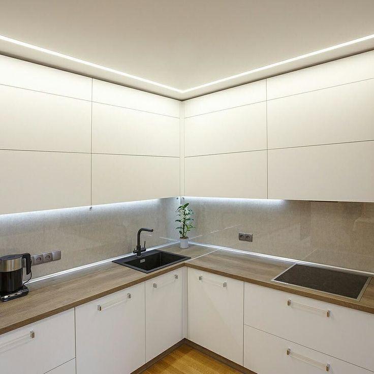 Белая кухня. Просто и красиво.  #кухниподзаказ  #белыекухни #дизайнкухни #столешницаиздерева