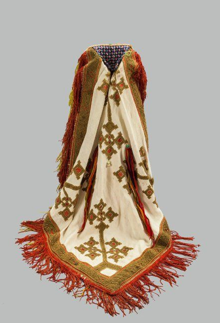 Айшон – старинный свадебный головной убор удмуртов, живущих небольшими группами на территории Башкирии.