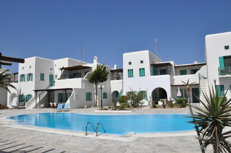 Diles || Within walking distance of the sandy beach of Ornos, Diles offers self-catering accommodation with a swimming pool with large sun terrace. Mykonos Airport is located only 2 km away.