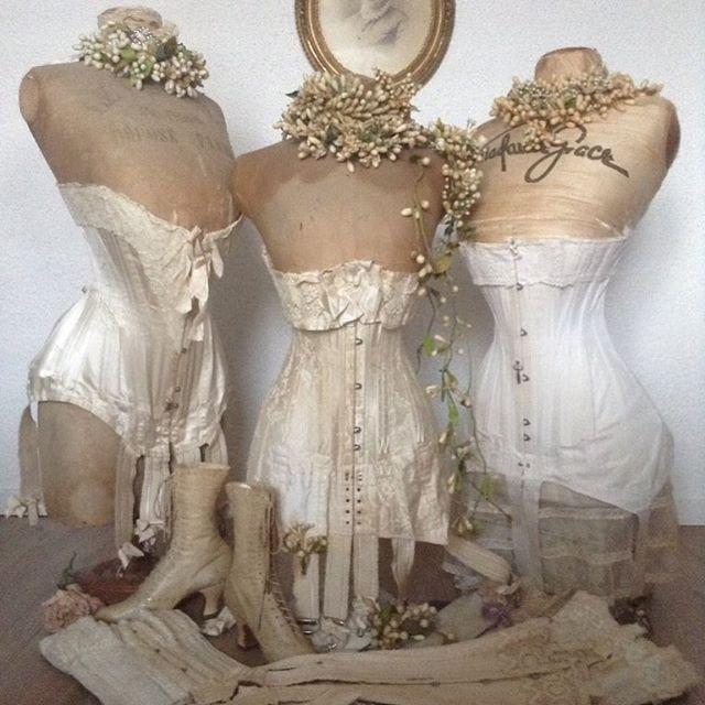 Vintage lingerie mannequins display #vintagemannequin #antiquecorset #antiquelace #vintagecorset #vintage #1900 #shabby_chichomes #shabbychic #shabbychicliving #lovelyhome #nordicinspiration #homeinspo #interiordesign #antiquefashion #vintagefashion #museum #corset #romantic #homedesign #home #lace #nordichome #gine #stockmann #french #impressionen #schneiderpuppe #korsett #antik #mannequin
