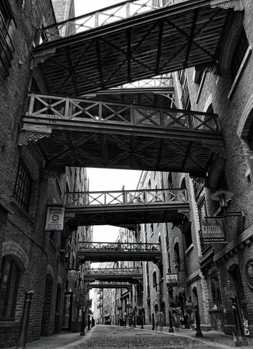 youknowthatthingyoujustdid:  Shad Thames, London  View this on the map