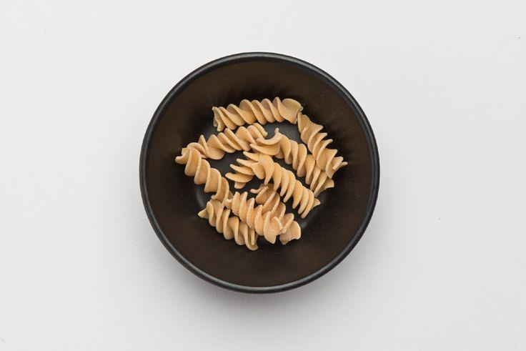 NEU IM SORTIMENT Dürfen wir vorstellen: Unsere Gelbe Schälerbsen Fusilli    Bestes Bio Gelbe Schälerbsen Mehl  21% Eiweiß  Ballaststoffreich  Low Carb  Vegan  In 6 Minuten al dente  #pastazeit #pasta #nudeln #gelbeschälerbsen #handgemacht #proteinquelle #proteinnudeln #proteinbombe #proteinpasta #eiweißquelle #eiweißnudeln #eiweißbombe #eiweißbpasta #proteinreich #highprotein #lowcarb #kohlenhydratreduziert #vegan #vonnaturausglutenfrei #glutenfrei #ballaststoffreich #sportpasta