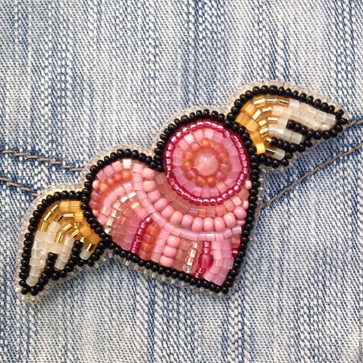 Купить Брошь вышитая бисером Крылатое сердце - брошь из бисера, бисер, Вышивка бисером, продажа