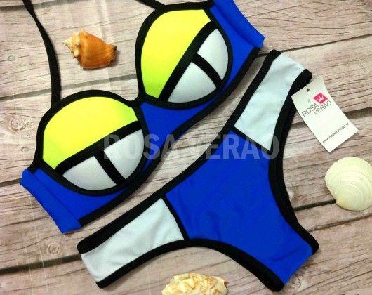Biquíni 3D Marinho, Amarelo e Branco. Possui bojo impermeável e acompanha alça removível. Modelo empina bumbum. #biquini #biquini3d #triangl #verao2015 #verao2016 #bikini www.rosaverao.com.br