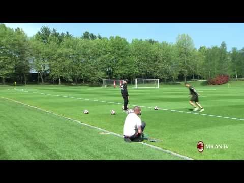 Corner flag challenge: Vincenzo Montella vs Gianluca Lapadula - YouTube