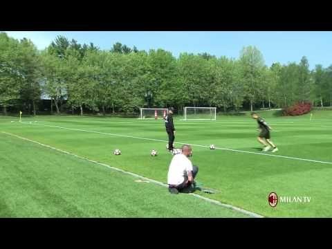 Corner flag challenge: Vincenzo Montella vs Gianluca Lapadula - YouTube