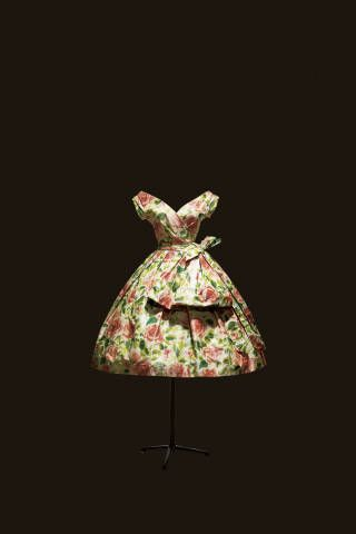 From DIOR IMPRESSIONS: Rose de France afternoon dress in taffeta with colored rose print, Spring-Summer 1956 Haute Couture collection, Flèche line.