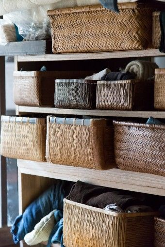 相馬家の衣類や道具の収納には行李(こうり)が使われている。竹や柳、藤など素材も大きさもさまざま。