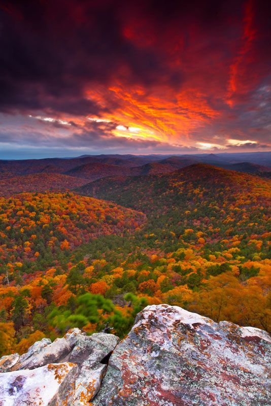 Fiery Ledge, Flatside Pinnacle, Arkansas, USA