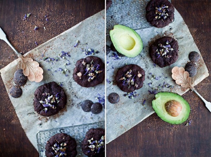 chocolate avocado cookies [Biscuit au chocolat, à l'avocat & lait d'amande] (by Emilie @ Murmures)