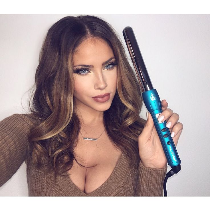 """Olivia Pierson op Instagram: """"Love my @numestyle 25MM Magic Wand! They make the PERFECT gift/stocking stuffer... Shop their Holiday catalog and use code OLIVIAPIERSON to get any wand for $25! Link in Bio! """""""