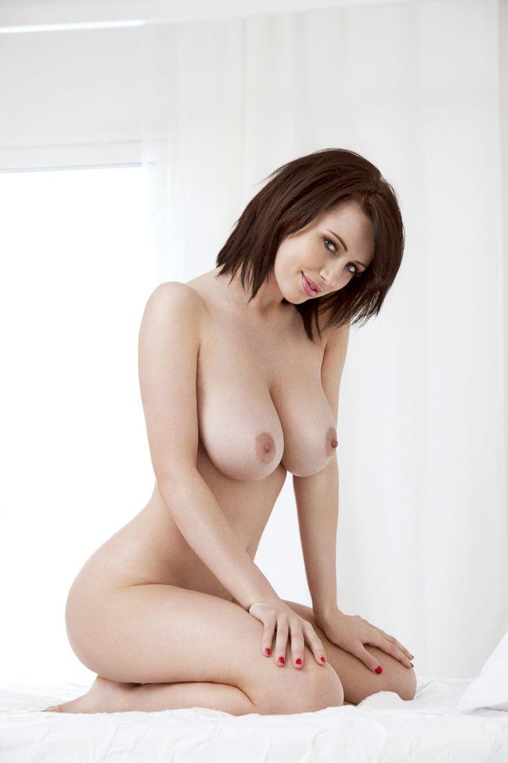 Sophie Howard nue ou en lingerie - SexTapes2Stars