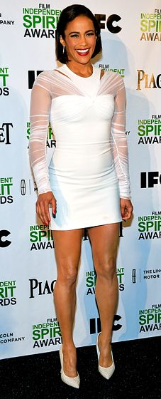 Paula Patton debuts a new haircut and her hot body in a white Versace Resort 2014 mini dress with a sleeved, sheer overlay at the 2013 Film Independent Spirit Awards.
